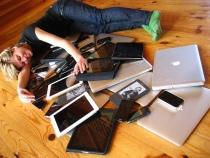 Image Cuddling with multiple devices. Retrieved from Flickr. Used under Creative Commons' licensing.
